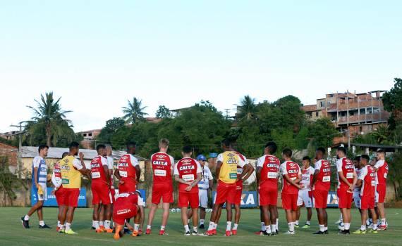 Bahia relaciona 23 jogadores para a final contra o Vitória