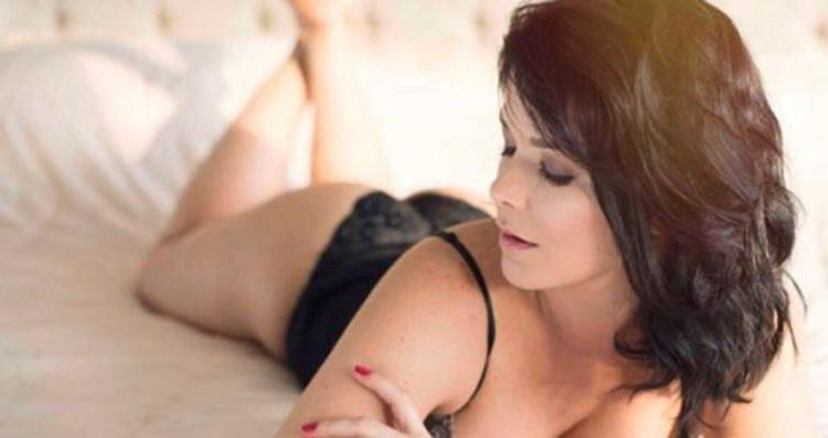 Samara Felippo enlouquece fãs ao postar foto de lingerie