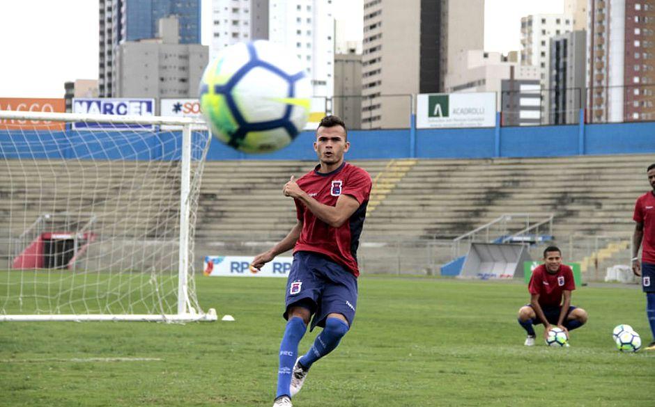 ... o Vitória corre para reforçar sua equipe para a disputa do Brasileiro.  A diretoria deve anunciar nas próximas horas mais duas contratações  os  atacantes ... 714b7c1b5138e