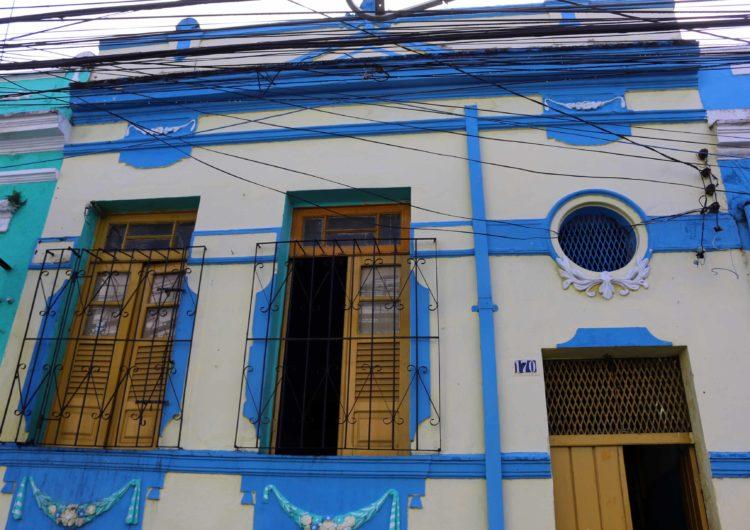 Moradores se preparam para concurso de fachadas no Dois de Julho