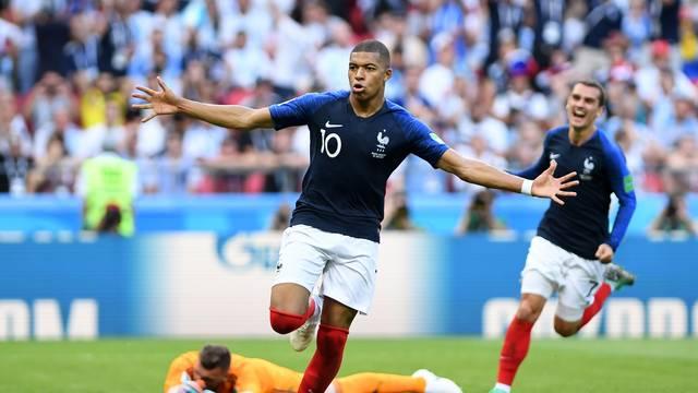 Mbappé brilha e França elimina a Argentina