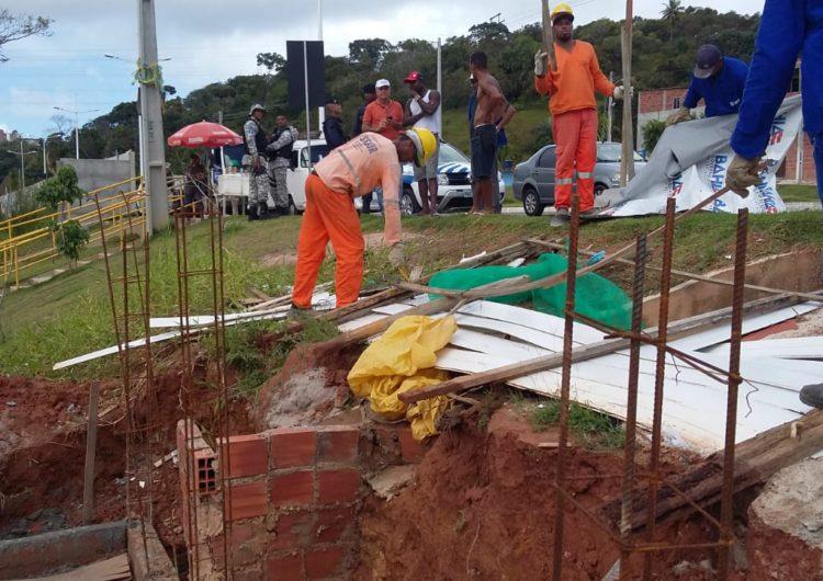 Sedur remove barracos desabitados próximos ao Barradão