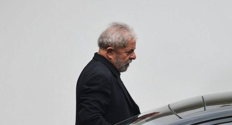 Fux suspende liminar que autorizava entrevista de Lula