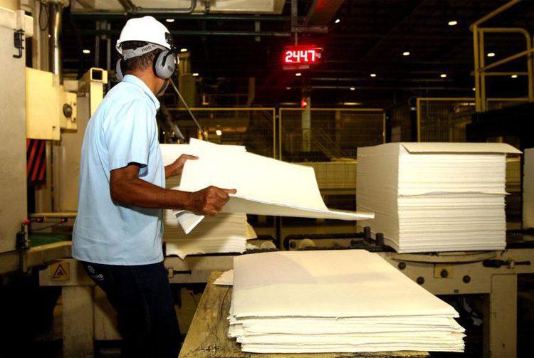 Produção industrial cresce 0,1%, diz IBGE