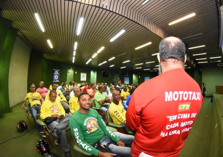 Escola oferece curso de capacitação para mototaxistas