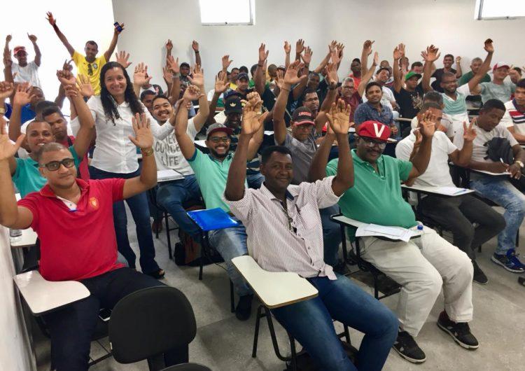 Polo contrata 181 trabalhadores de Camaçari