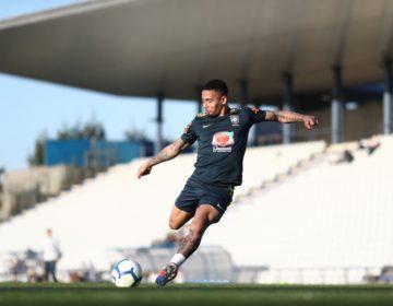 Gabriel Jesus elogia Firmino, concorrente de posição no ataque do Brasil