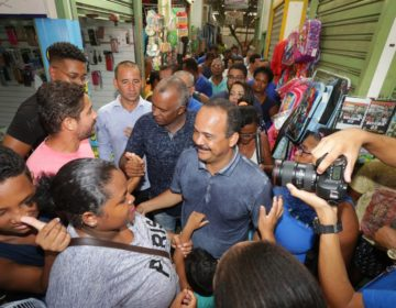 Prefeito comemora a reabertura do centro Comercial de Camaçari