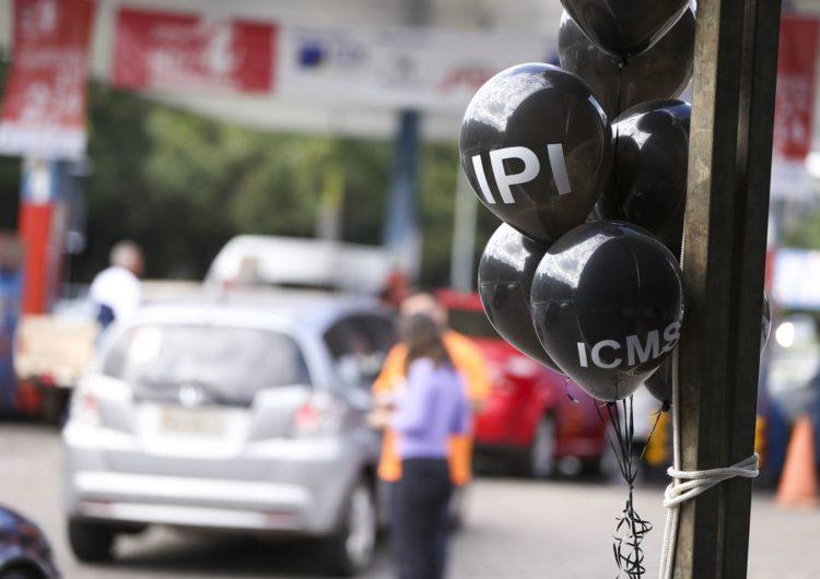 Lojistas oferecem descontos em Dia Livre de Imposto
