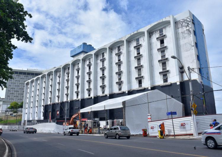 Depois de dez anos, Salvador Praia Hotel começa a ser demolido