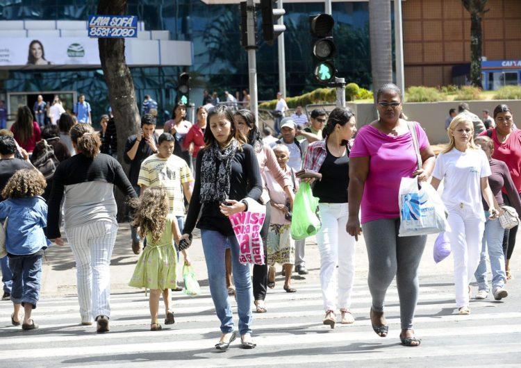 Taxa de desemprego atinge 12,5% no trimestre encerrado em abril