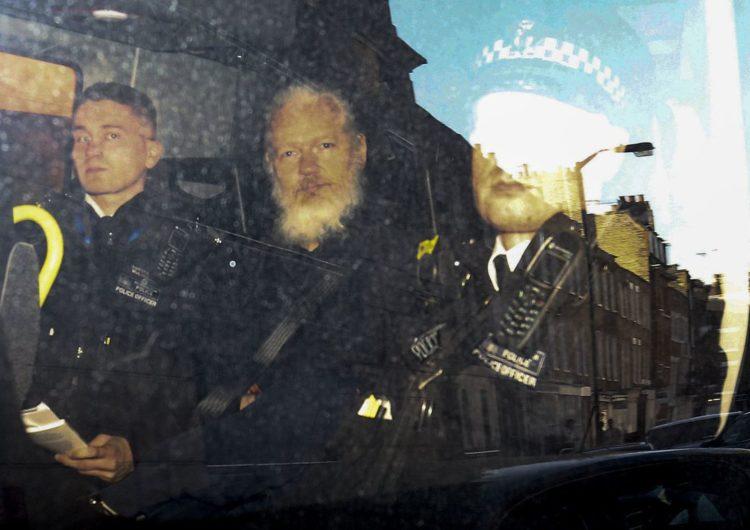 Estados Unidos pedem ao Reino Unido a extradição de Assange