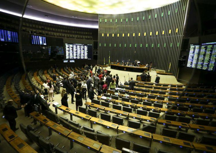 Plenário da Câmara começa a discutir a reforma da Previdência