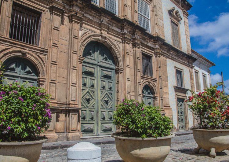 Prefeitura substitui gelo baiano por vasos de plantas no Centro Histórico