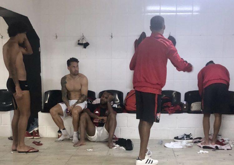 Rubro-negro treina no CT do Avaí antes da viagem para Porto Alegre