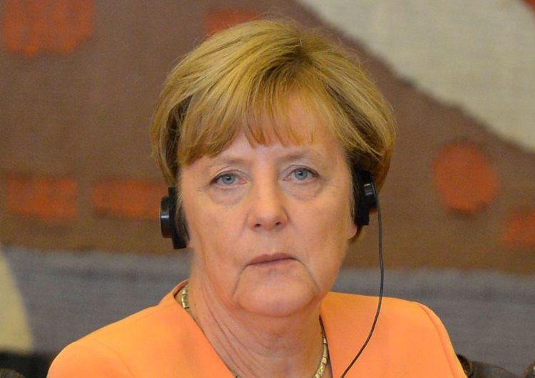 Merkel é vista tremendo pela terceira vez em 30 dias