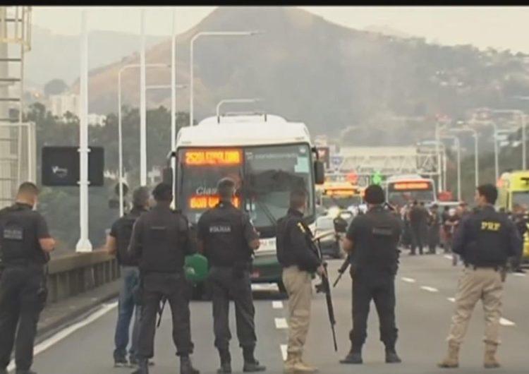 Sequestrador de ônibus no Rio é morto pela PM