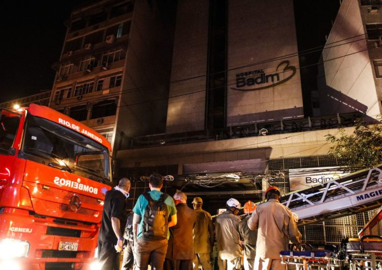 Incêndio em hospital deixa ao menos 11 mortos