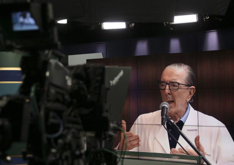 Bolsonaro tem melhora clínica e continua com dieta líquida